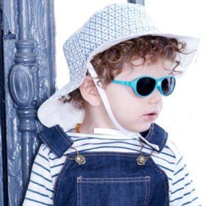 baby met zonnebril blauw met elastiek